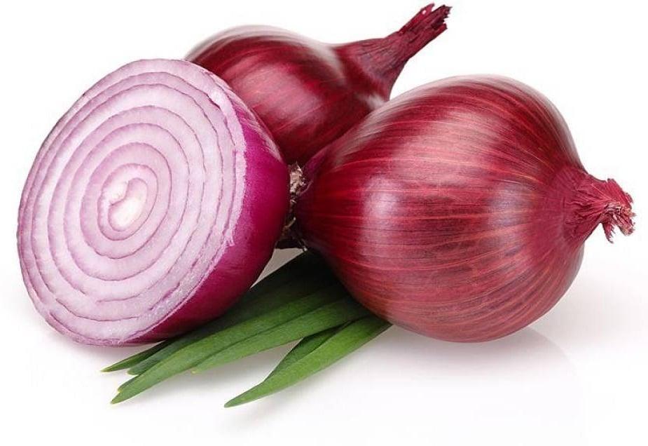 Onions: కనుగుడ్ల రంగు మారిపోయేలా చేసే పవర్ ఉల్లిపాయలకు ఉంది. వీటిలోని సల్ఫర్, విటమిన్ సీ... రంగును మార్చగలవు. మీరు తరచూ ఉల్లిపాయలు తింటూ ఉంటే... కనుగుడ్ల రంగు మారడాన్ని గమనించగలరు.