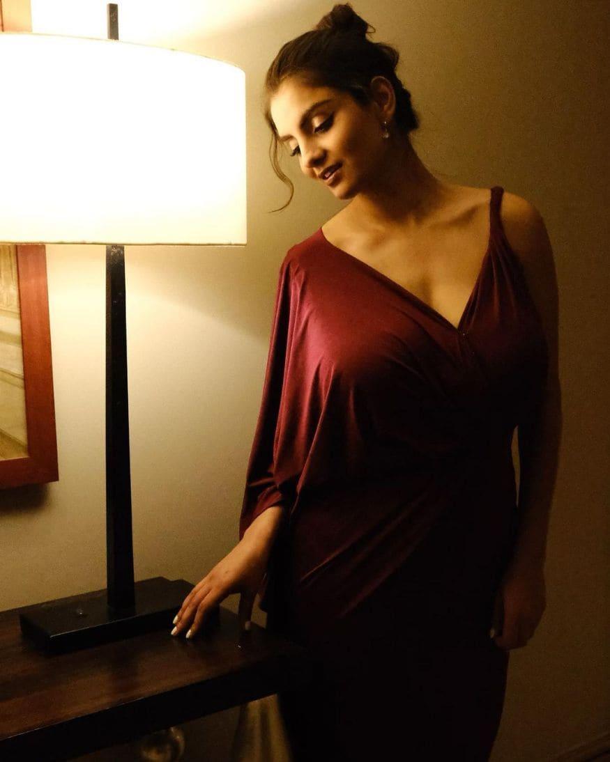 అన్వేషి జైన్ హాట్ ఫోటోస్ (Instagram/Photo)