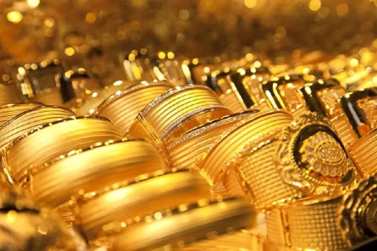 App for Gold loan: బంగారంపై రుణాలు తీసుకోవాలంటే పేపర్ వర్క్తో పని లేకుండా కేవలం ఓ చిన్న మొబైల్ అప్లికేషన్తో చిటికెలో గోల్డ్ లోన్ తీసుకునే వెసులుబాటు అందుబాటులోకి వచ్చింది. ఎక్కడో విదేశాల్లో కాకుండా మనదేశంలోనే కేరళ (Kerala)లోని కొచ్చిలో (Kochi) ఈ గోల్డ్ యాప్ (Gold App) సేవలు అందుబాటులోకి వచ్చాయి. ఇలాంటి సర్వీస్ అందుబాటులోకి రావటం తొలిసారి కావటంతో ఇప్పుడిది చర్చనీయాంశంగా మారింది. (ప్రతీకాత్మక చిత్రం)