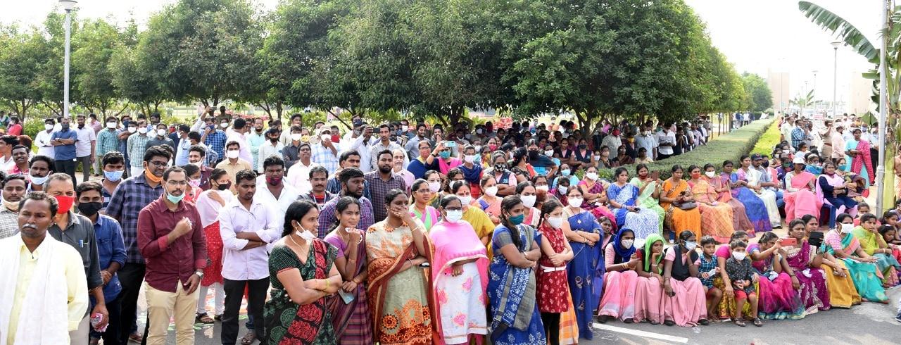 ఆంధ్రప్రదేశ్ సచివాలయంలో సంక్రాంతి సంబరాలు అంబరాన్నంటాయి. వేడుకల్లో ఉద్యోగులతో పాటు ఉన్నతాధికారులు ఉత్సాహంగా పాల్గొన్నారు.