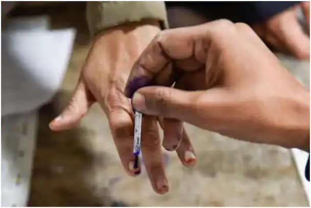 AP Panchayat Elections: ఏపీలో పంచాయతీ ఎన్నికల నామినేషన్లు షురూ.., తొలి నామినేషన్ అక్కడే..