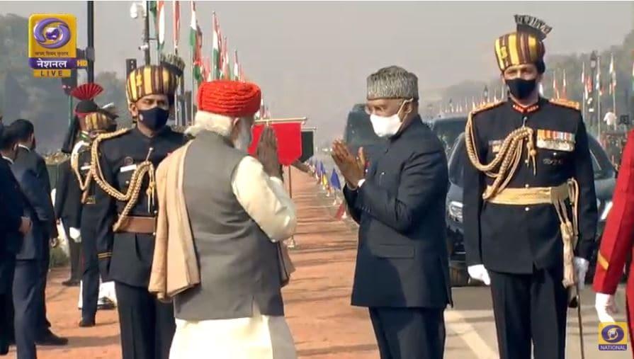 రాష్ట్రపతి రామ్ నాథ్ కోవింద్కు ప్రధాని మోదీ వందనం (Image courtesy - twitter - DD)
