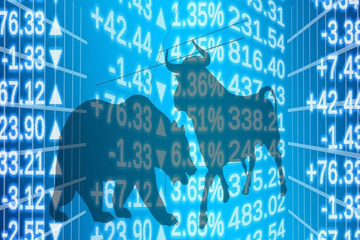 Stock Market: మరో వారంలో అంటే ఫిబ్రవరి 1న కేంద్ర ప్రభుత్వం బడ్జెట్ ప్రవేశ పెట్టబోతోంది. దానికి తోడు జనవరిలో డిరైవేటివ్ కాంట్రాక్టులు ముగిసే టైమ్ దగ్గరపడింది. ఈ ప్రభావం స్టాక్ మార్కెట్లపై పడుతోంది. శుక్రవారం సెన్సెక్స్ 156 పాయింట్లు తగ్గి... 48,878 పాయింట్ల దగ్గర క్లోజైంది. నిఫ్టీ50 కూడా 61 పాయింట్లు పతనమై 14,371 పాయింట్ల దగ్గర క్లోజైంది. ఇకపైనా ఇలాంటి పరిస్థితులు ఉంటాయనీ, ఊగిసలాటలు ఉండొచ్చని నిపుణులు అంచనా వేస్తున్నారు. అంటే ఇన్వెస్టర్లు జాగ్రత్తగా పెట్టుబడి పెట్టాలి. మంచి క్వాలిటీ స్టాక్స్ ఎంచుకుంటే... ఇప్పుడు నష్టపోయినా... దీర్ఘకాలంలో నిలదొక్కుకునే ఛాన్స్ ఉంటుందంటున్నారు. మరి గత వారం ఎక్కువ కదలికలు వచ్చిన టాప్ 10 స్టా్క్స్ ఏవో తెలుసుకుందాం.
