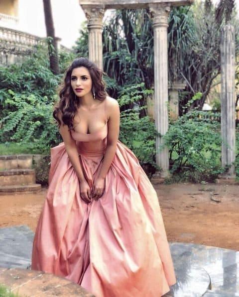 Shama Sikander hot pics : షమా సికిందర్ అందాల ఆరబోత.. ఓ రేంజ్లో రెచ్చిపోతుందిగా.. Instagram