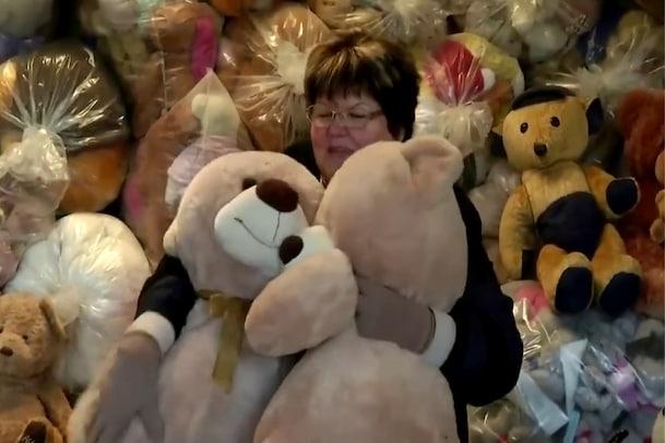 Teddy Bear Mama: 20వేల టెడ్డీబేర్లను కలెక్ట్ చేసిన బామ్మ.. జీవితంలో జరిగిన విషాదంతో  - Vid