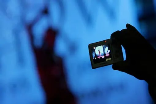 Warangal: మేన కోడలు మార్పింగ్ ఫొటోలు సోషల్ మీడియాలో పోస్ట్ చేసిన దుండగుడు.. ఆత్మహత్యే శరణ్యమంటున్న బాధితులు