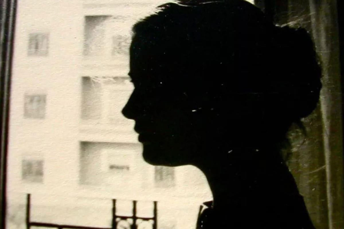 నోటికొచ్చినట్టు దుర్భాషలాడుతూ.. ఇంట్లో అందరి ముందు ఆమెను కొడుతూ హింసించేవాడు. తన తల్లిదండ్రులు అంత స్థోమత కలిగిన వ్యక్తులు కాదని, వాళ్లకు మాత్రం ఇప్పటికిప్పుడు డబ్బు ఎక్కడ నుంచి వస్తుందని పవిత్ర నిలదీసింది. భార్య నిలదీతతో తట్టుకోలేకపోయిన మధు ఆమెను మరింతగా వేధించసాగాడు.