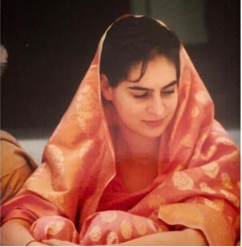 బెనారస్ చీరలో మురిసిపోతున్న ప్రియాంక గాంధీ (Image : Instagram)