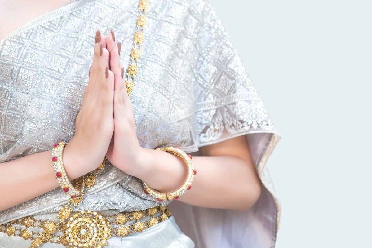 7. ఇటీవల కేంద్ర ఆర్థిక మంత్రి నిర్మలా సీతారామన్ పార్లమెంటులో ప్రవేశపెట్టిన 2021-22 బడ్జెట్లో బంగారం, వెండిపై ఇంపోర్ట్ డ్యూటీ తగ్గించారు. గతంలో 12.5 శాతం ఉన్న దిగుమతి సుంకాన్ని 7.5 శాతానికి తగ్గించారు. దీంతో బంగారం, వెండి ధరలు మరింత దిగొచ్చాయి. (ప్రతీకాత్మక చిత్రం)