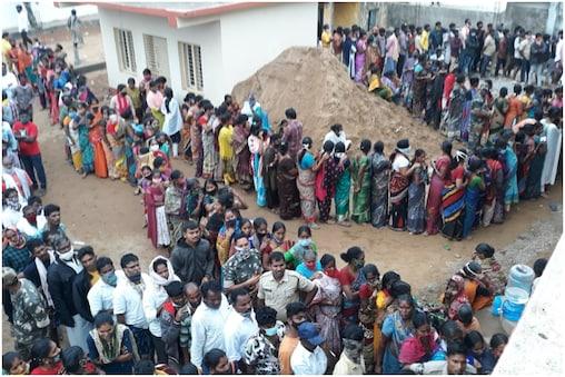 AP Panchayat Elections: పోలింగ్ రోజున వైసీపీ-టీడీపీ ఫైటింగ్... పంచాయతీ ఎన్నికల్లో టెన్షన్ టెన్షన్