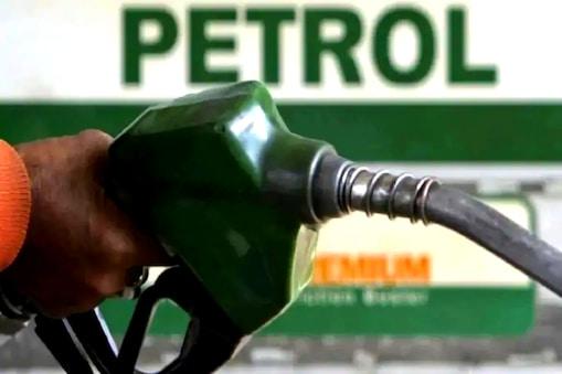 Petrol Price: అక్కడ పెట్రోల్ 22 రూపాయలు తక్కువకే దొరుకుతుండటంతో క్యూ కడుతున్న జనం..!