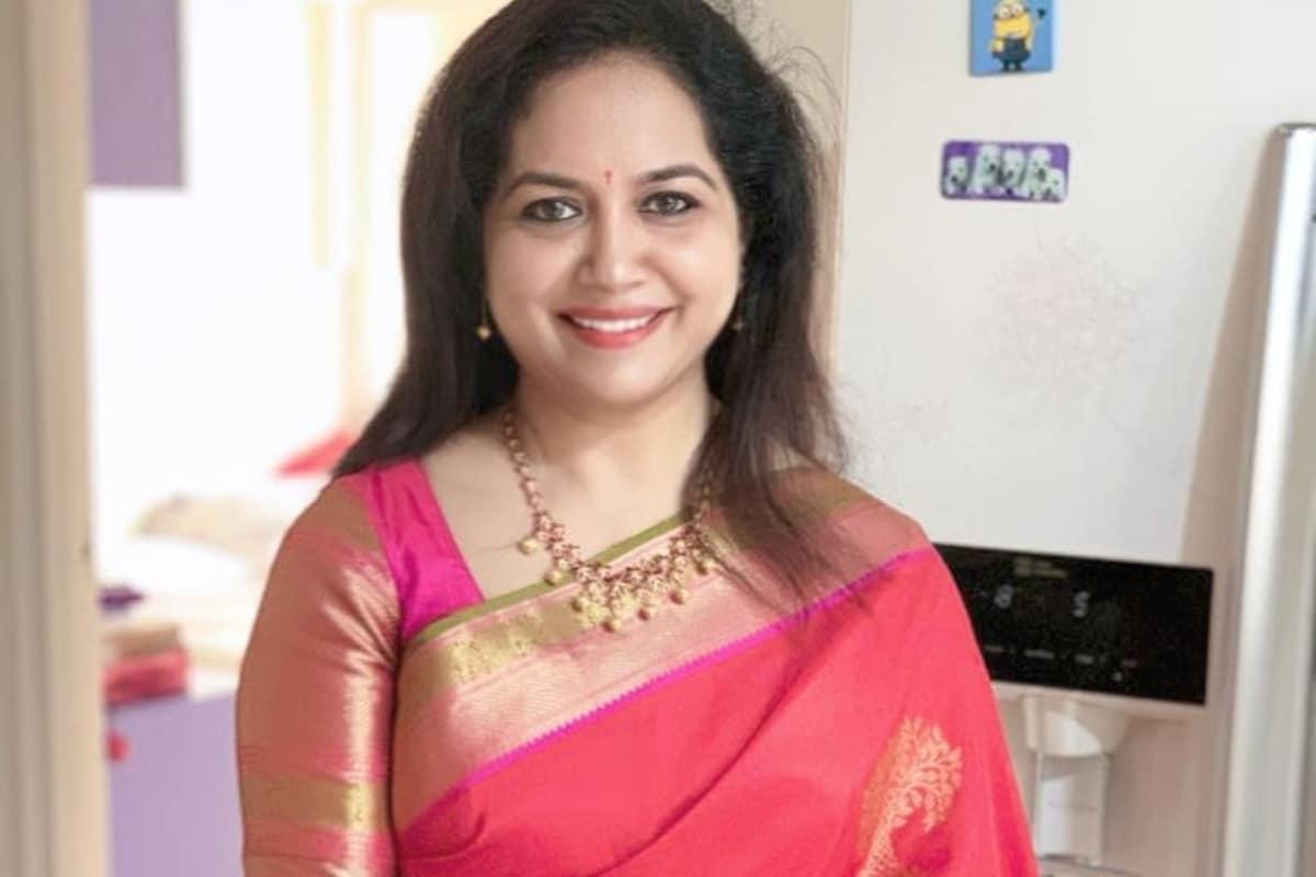 Singer Sunitha : మీ పాదాలను మరోసారి తాకాలని ఉంది.. సింగర్ సునీత ఏమోషనల్ పోస్ట్.. singer sunitha Instagram