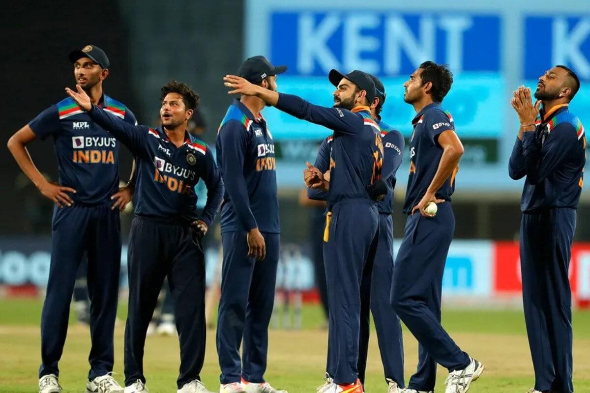 మైదానంలో భారత బృందం Photo: BCCI