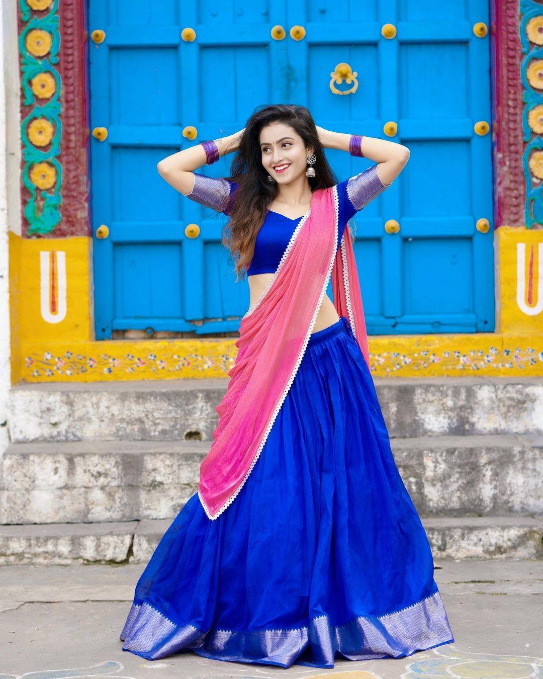 లంగా ఓణీలో దీపికా పిల్లి బ్యూటిఫుల్ ఫొటోలు. Photo: Deepika Pilli Instagram