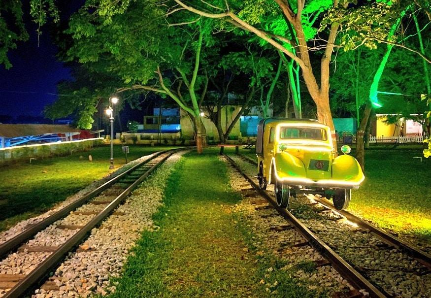 8. రైల్ మోటార్ కార్. (image: Indian Railways)