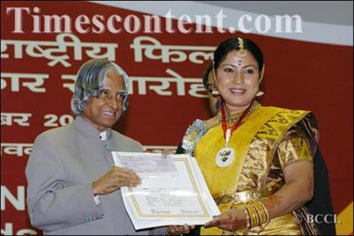 52వ జాతీయ చలన చిత్ర అవార్డుల్లో భాగంగా 2004 యేడాదికి గాను 'తార' అనే కన్నడ సినిమాకు గాను జాతీయ ఉత్తమ నటి అవార్డు అందుకున్న హసిన. (Twitter/Photo)