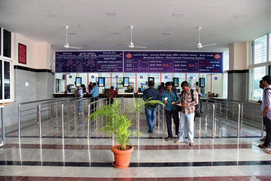 5. గూడూరు-రేణిగుంట, తిరుపతి-కాట్పాడి మధ్య అభివృద్ధి పనులు జరుగుతున్నాయి. గుంతకల్లు పరిధిలోని రైల్వేస్టేషన్లలో కూడా అభివృద్ధి పనులు జరుగుతున్నాయి. మరోవైపు భారతీయ రైల్వే దేశంలోని వివిధ రైల్వే స్టేషన్ల సుందరీకరణ పనుల్ని కొనసాగిస్తోంది. (image: Indian Railways)