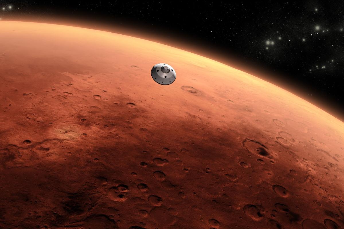 NASA Mars Mystery: అమెరికా స్పేస్ రీసెర్చ్ సెంటర్ నాసా (NASA) శాస్త్రవేత్తలంతా... వీలైనంత త్వరగా అంగారక (మార్స్ లేదా అరుణ గ్రహం లేదా కుజ గ్రహం లేదా మంగళ గ్రహం) గ్రహాన్ని ఇల్లులా మార్చాలని ప్రయత్నిస్తున్నారు. పెరిగే జనాభాకు భూమి సరిపోదనే అంచనా... మనకు ఆవాస యోగ్యంగా మార్స్ మారగలదని భావిస్తున్నారు. అందులో భాగంగా... మార్స్ కేంద్రంలో (మధ్యలో) ఉండే కోర్ (Core) భాగం ఎంత సైజ్ ఉందో తెలుసుకోవడానికి ఇన్సైట్ అనే మిషన్ (రోవర్ లాంటిది InSight) పంపారు. దానికి పెద్ద చెయ్యి ఉంది. ఆ చెయ్యితో అది మార్స్కి కన్నం పెట్టి... చిన్న గొయ్యి లాంటి సొరంగం తవ్వింది. పందికొక్కు ఎలాగైతే బొరియ తవ్వుతుందో అలా అన్నమాట. అలా లోపలికి వెళ్లిన ఇనుప చెయ్యికి... సెన్సార్లు ఉన్నాయి. అవి మార్స్లో ఎలాంటి ప్రకంపనలు (భూ ప్రకంపనల లాంటివి) వస్తున్నాయో తెలుసుకున్నాయి. తర్వాత మార్స్ కోర్ ఎంత సైజు ఉందో అంచనా వేసింది. అప్పుడు ఆశ్చర్యకర విషయం తెలిసింది. (image credit - NASA)