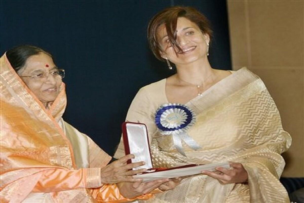 53వ జాతీయ చలన చిత్ర అవార్డుల్లో భాగంగా 2005 యేడాదికి గాను 'పర్జానియా' అనే ఇంగ్లీష్ సినిమాకు గాను జాతీయ ఉత్తమ నటి అవార్డు అందుకున్న సారిక. (Twitter/Photo)