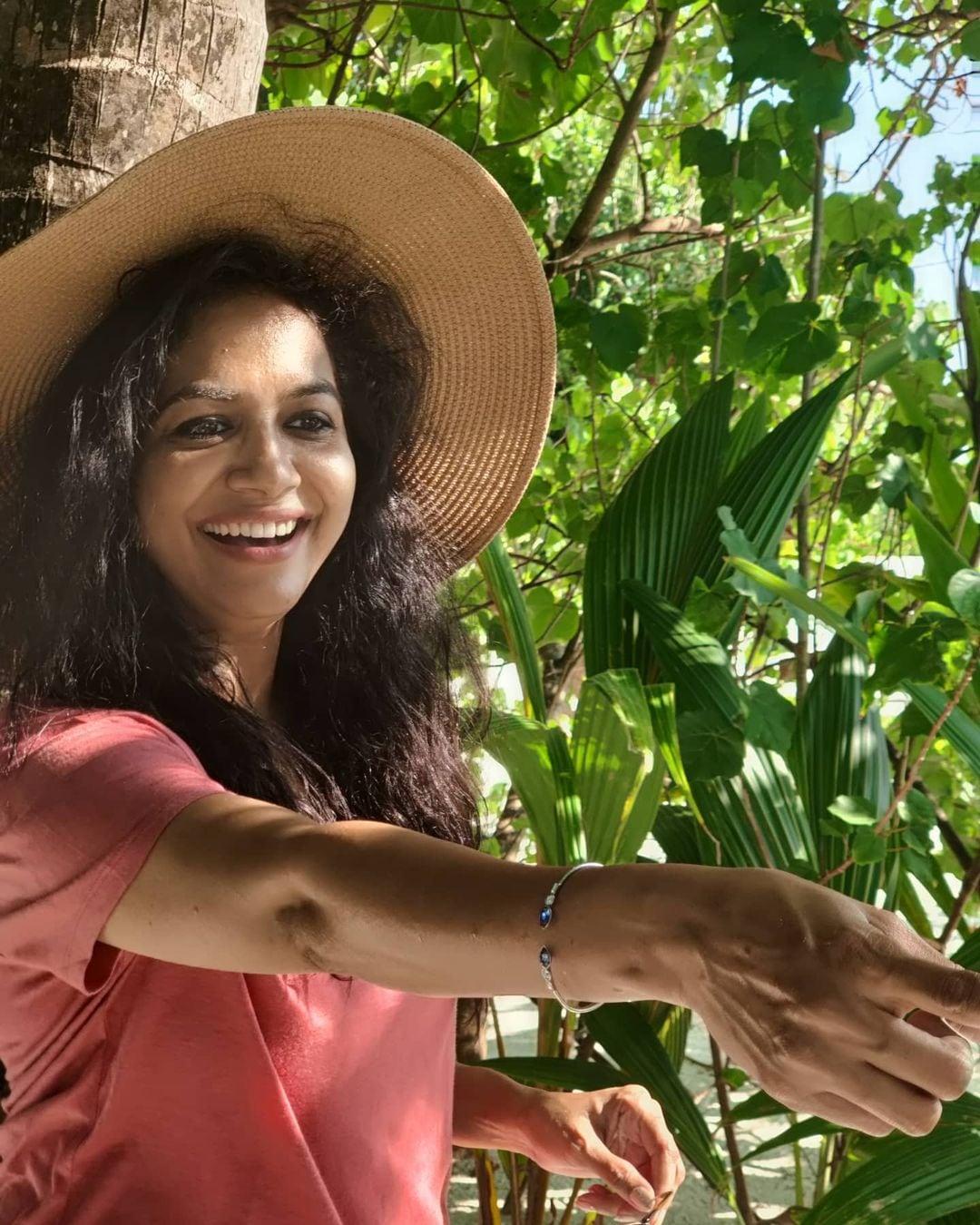 హాలీడే వెకేషన్లో తెగ ఎంజాయ్ చేస్తోన్న సింగర్ సునీత (Instagram/Photo)