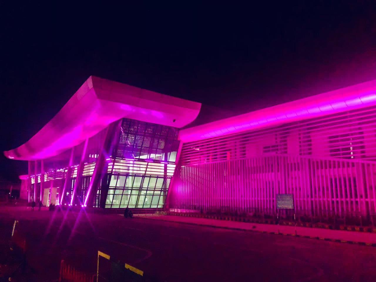 వయలెట్ కలర్లో మెరుస్తున్న ఆంధ్రప్రదేశ్లోని గుంతకల్ రైల్వేస్టేషన్ (image credit - twitter)