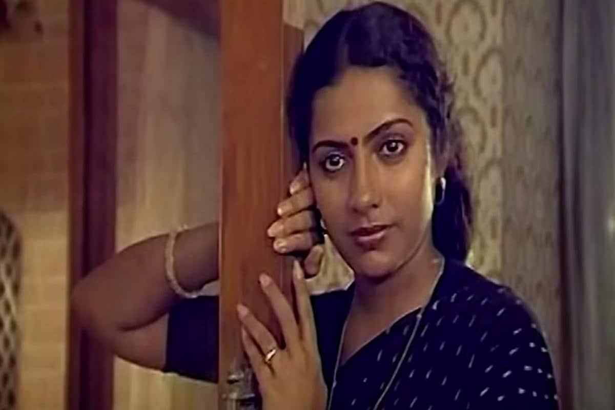 33వ జాతీయ చలన చిత్ర అవార్డుల్లో భాగంగా 1985 యేడాదికి గాను 'సింధు బైరవి'' అనే తమిళ సినిమాకు జాతీయ ఉత్తమ నటి అవార్డు అందుకున్న సుహాసిని. (Twitter/Photo)