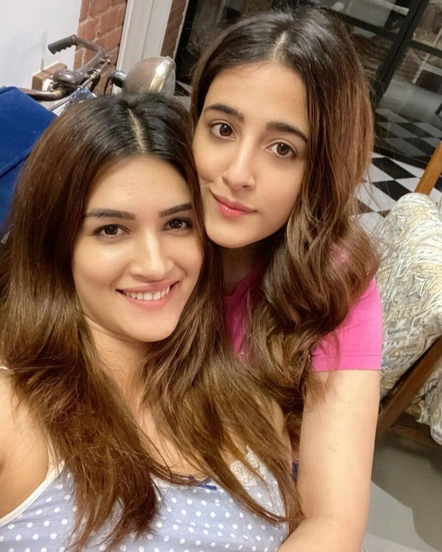 కృతి మరియు నుపూర్ సనోన్ (Image: Instagram)