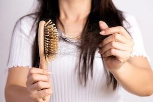 Hair loss: కరోనా తగ్గాక జట్టు రాలుతోందా..? ఈ జాగ్రత్తలు తప్పక పాటించాల్సిందే..