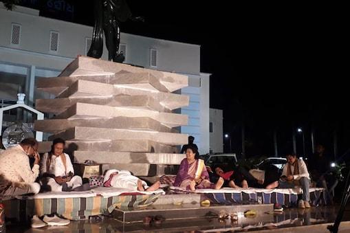 Odisha Assembly: స్పీకర్ పైకి చెప్పులు, మైక్రోఫోన్లు.. ఒడిశా అసెంబ్లీలో రచ్చరచ్చ.. ముగ్గురు బీజేపీ ఎమ్మెల్యేల సస్పెన్షన్..