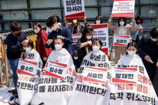 Shave Head Protest: గుండు కొట్టించుకుని దక్షిణ కొరియా విద్యార్ధుల ఆందోళన..కారణమేంటంటే..