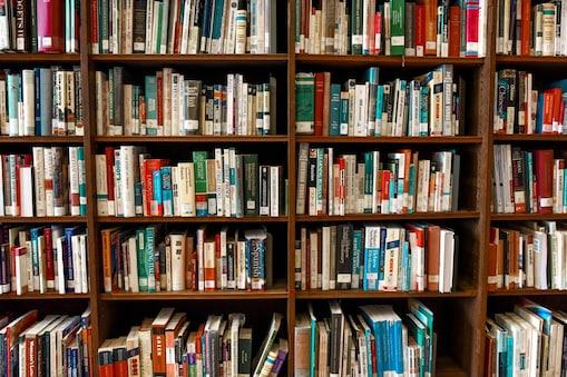 Fridge bookshelf: ఈ ఫ్రిజ్లో ఫుడ్ ఐటెమ్స్ కాదు పుస్తకాలుంటాయి... ఫ్రిజ్ను లైబ్రెరీగా మార్చిన టీచర్