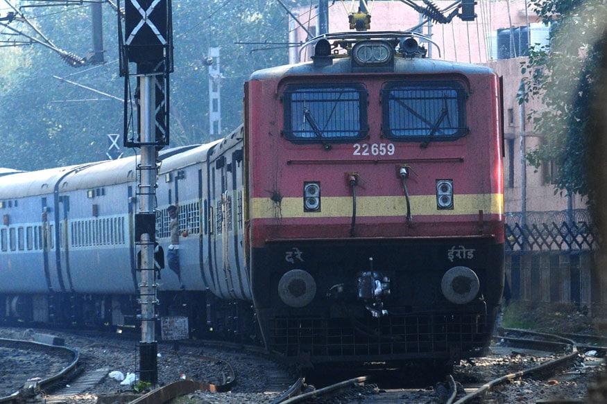 3. రైలు నెంబర్ 02437 సికింద్రాబాద్ నుంచి హజ్రత్ నిజాముద్దీన్ ప్రయాణిస్తుంది. ఈ రైలు సికింద్రాబాద్లో మధ్యాహ్నం 12.50 గంటలకు బయల్దేరి మరుసటి రోజు ఉదయం 10 గంటలకు హజ్రత్ నిజాముద్దీన్ రైల్వే స్టేషన్కు చేరుకుంటుంది. ఈ రైలు 2021 ఏప్రిల్ 7 నుంచి ప్రతీ బుధవారం అందుబాటులో ఉంటుంది. (ప్రతీకాత్మక చిత్రం)