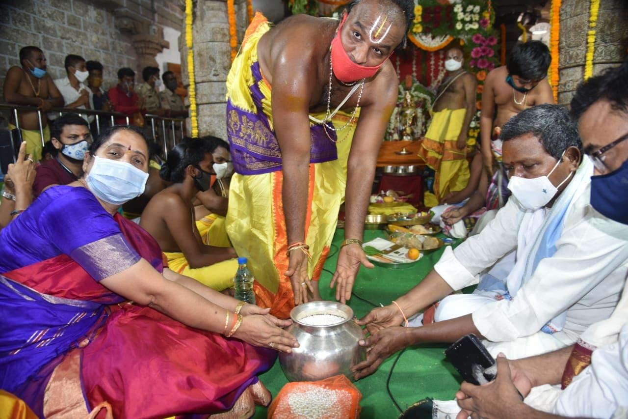రామతీర్ధం ఆలయాన్ని అభివృద్ది చేసేందుకు ప్రభుత్వం కృతనిశ్చయంతో ఉందని బొత్స ఝాన్ని అన్నారు. కోవిడ్ కారణంగా, భక్తులను ఈ ఏడాది అనుమతించనప్పటికీ, సంప్రదాయబద్దంగా సీతారాముల కళ్యాణాన్ని ర మ్యంగా నిర్వహించడం జరుగుతుందని చెప్పారు. భద్రాచలం ఆలయ తరహాలో, శ్రీరామ నవమి రోజునే ఇక్కడ కూడా కళ్యాణాన్ని నిర్వహించడం ఆనవాయితీగా వస్తోందని ఝాన్సీ తెలిపారు.