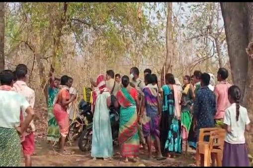 గిరిజన దాడి : అటవీ సిబ్బందిపై గిరిజన మహిళల దాడి, చెట్టుకు కట్టెసీ చీపుర్లు, కర్రలతో బీభత్సం