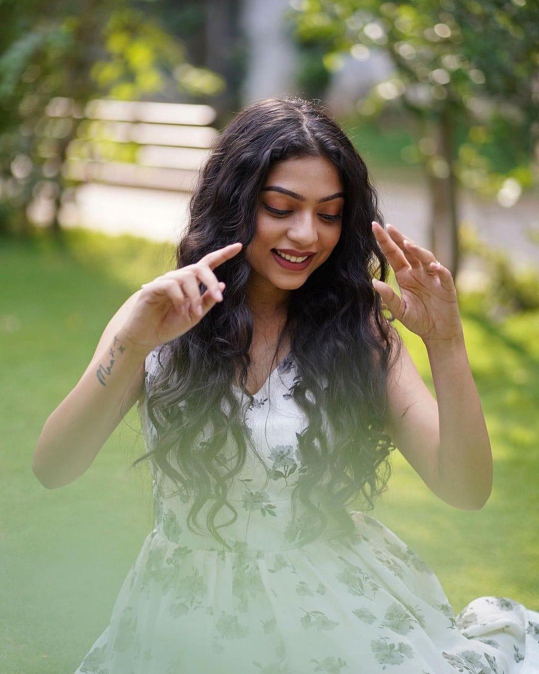 మిడిల్ క్లాస్ మెలోడీ సినిమా హీరోయిన్ వర్ష బొల్లమ్మ క్యూట్ ఫొటోస్ Photo Credit: Instagram