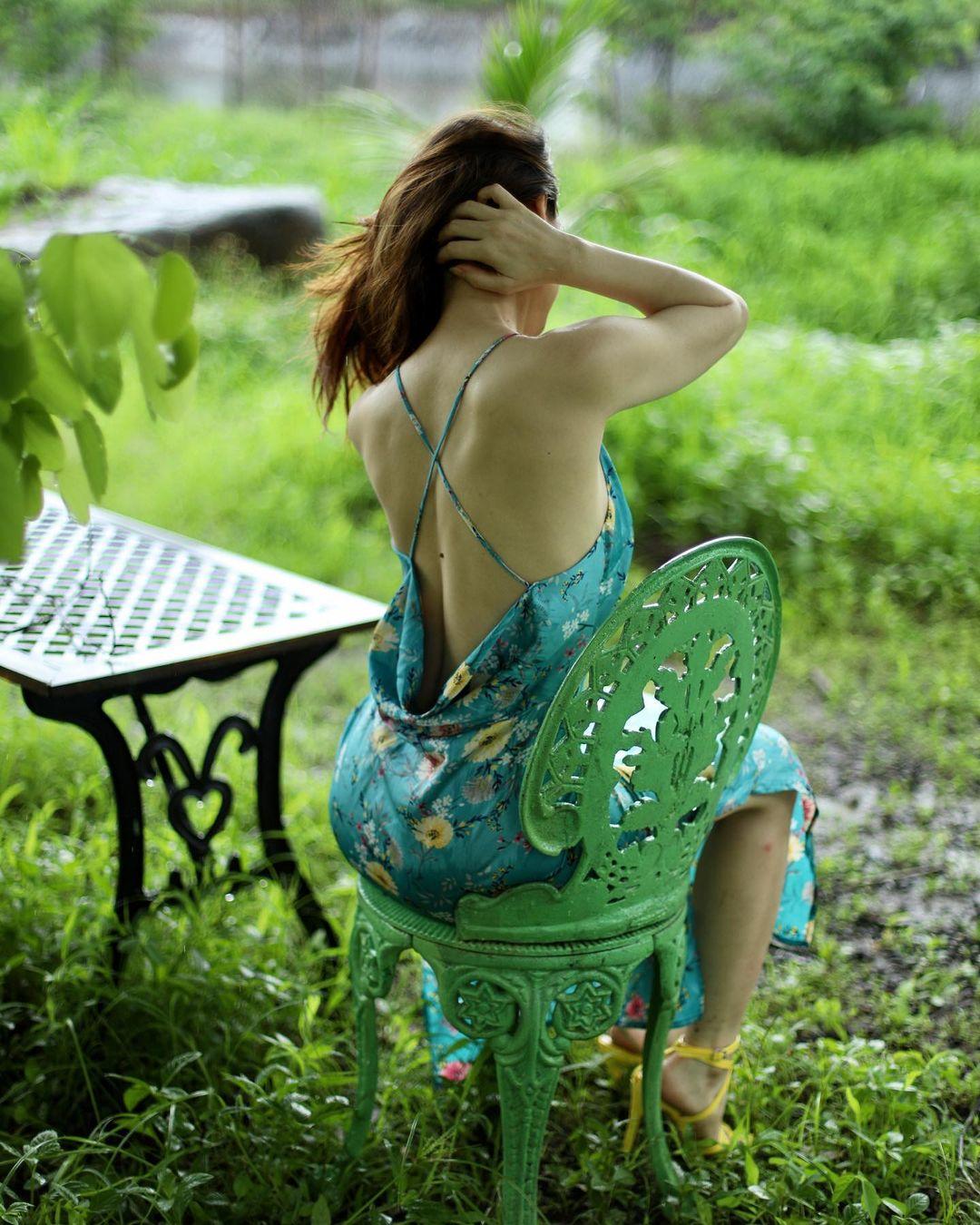 ఇలా ఆమె బోల్డ్ ఫొటోషూట్పై కొన్ని ప్రశంసలు, కొన్ని విమర్శలు వచ్చాయి. ఏది ఏమైనా ఈ ఫొటోలు మాత్రం సోషల్ మీడియాలో షేర్ అవుతూనే ఉన్నాయి. నచ్చలేదు అంటూనే కొంత మంది వీటిని చూస్తున్నట్లున్నారు. (image credit - instagram - iamsanjeeda)