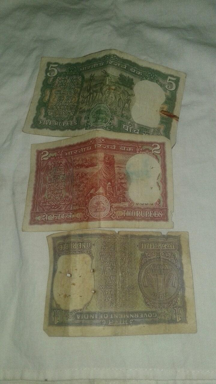 ఈ నోటు క్రమ సంఖ్య 1616 గా ఉంటుంది. అలాగే 701420 సీరియల్ నెంబర్తో ఉన్న పాత రూపాయి నోట్లు ఆన్లైన్లో రూ. 10,500 రూపాయలకు అమ్ముడవుతోంది.(Image credit : Facebook)