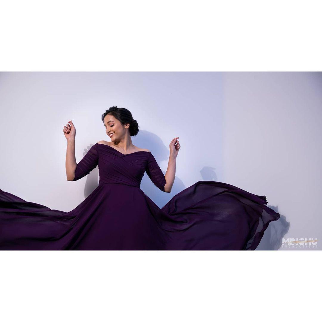 ప్రస్తుతం తమిళంలో విక్రమ్ సరసన 'కోబ్రా' సినిమాలో శ్రీనిధి శెట్టి నటిస్తోంది.