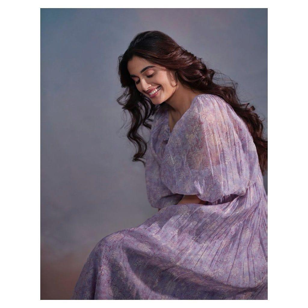 మజిలీ హీరోయిన్ దివ్యాన్ష్ కౌశిక్ Photo Credit: Instagram