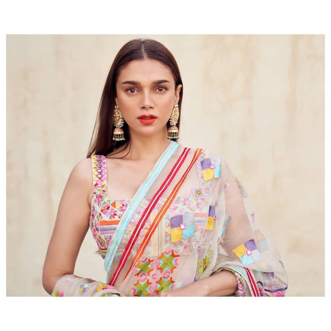 అదితి రావు హైదరి హాట్ అందాలు.. Photo Credit: Instagram