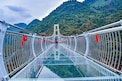 Glass Bridge: చైనాలో గాజు వంతెనపై నుంచి పడిన వ్యక్తి.. అతడికి ఏమైందంటే...