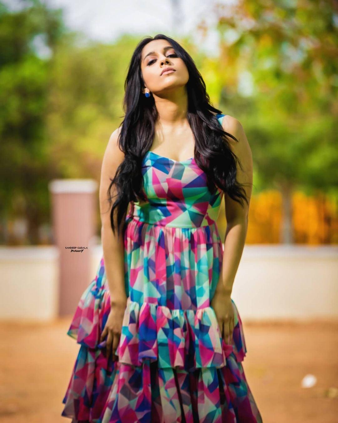Rashmi Gautam: ఇంద్ర ధనుస్సులోని రంగులన్ని రష్మీ గౌతమ్ ఒంటిపైనే.. Photo : Instagram