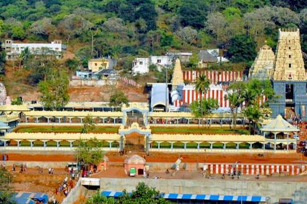 Andhra Pradesh: ప్రముఖ పుణ్యక్షేత్రాలపై కరోనా ఎఫెక్ట్.. ఆరు రోజుల పాటు దర్శనాలు నిలిపివేత
