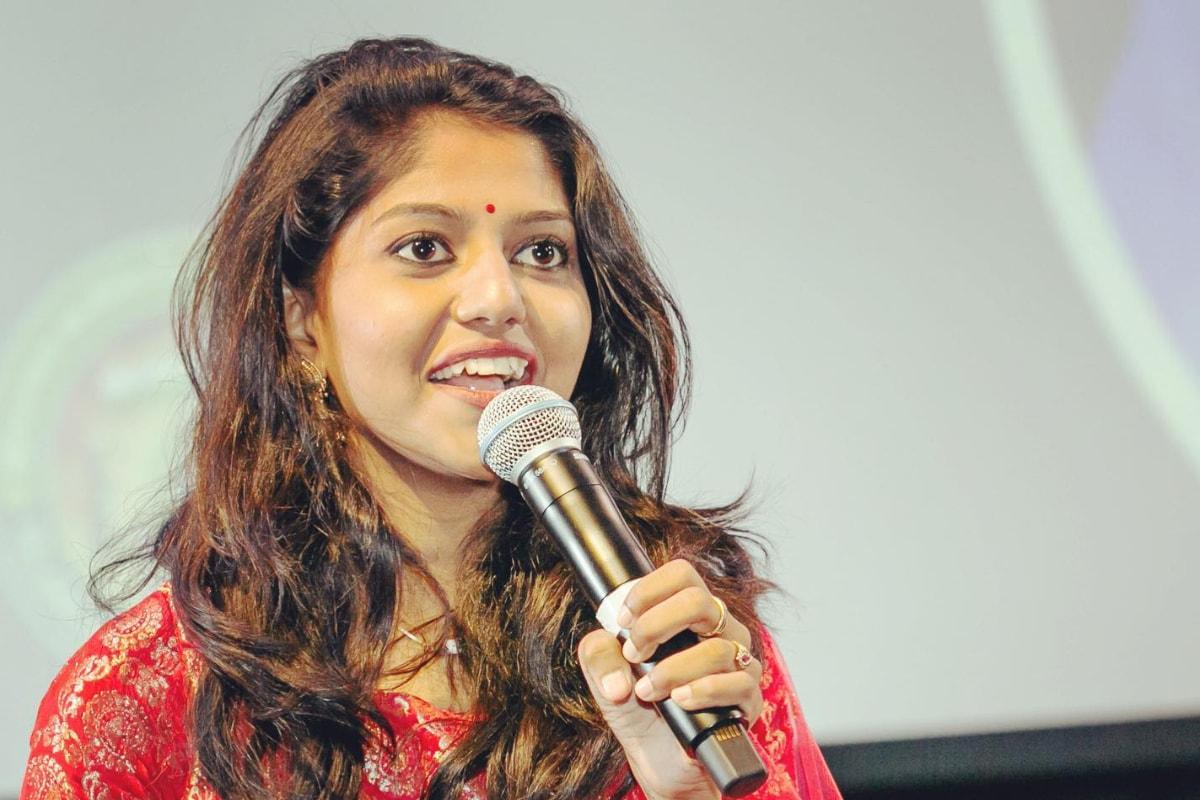 News18 Telugu - Singer Madhu Priya Complaints Cyber Crime Police Over  Harassment from Unknown persons పాపం.. పోలీసులను ఆశ్రయించిన ప్రముఖ సింగర్  మధుప్రియ.. వాళ్లు వేధిస్తున్నారంటూ ...