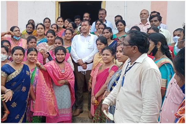 Minister Appala Raju: మంత్రిగారూ నిబంధనలు మరిచారా...? మీకు కొవిడ్ రూల్స్ వర్తించవా..?