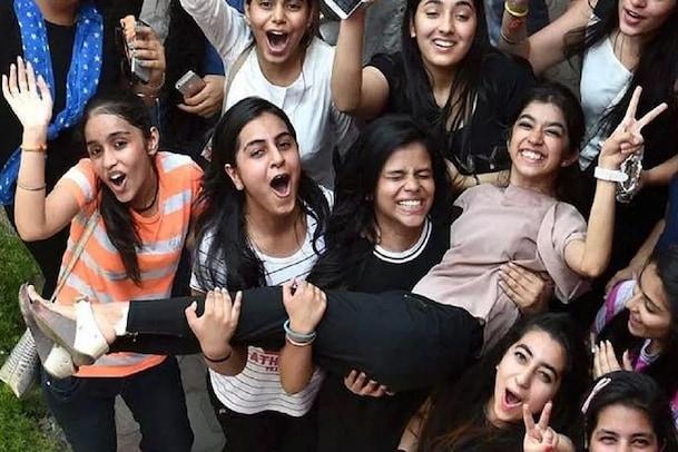 Entrance Exam 2021: విద్యార్థులకు అలర్ట్.. హాల్టికెట్లు వచ్చేశాయి..