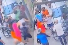 Attack on young people: స్కూటర్ ను ఢీకొట్టినందుకు ఇద్దరిని చితకబాదారు.. కర్రతో వాళ్లను అతి దారుణంగా..