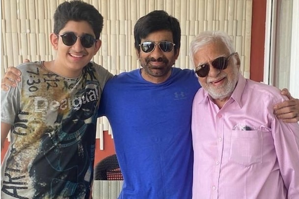 Ravi Teja with father Son: తండ్రి, కొడుకుతో మాస్ రాజా రవితేజ స్పెషల్ ఫోటో వైరల్..!