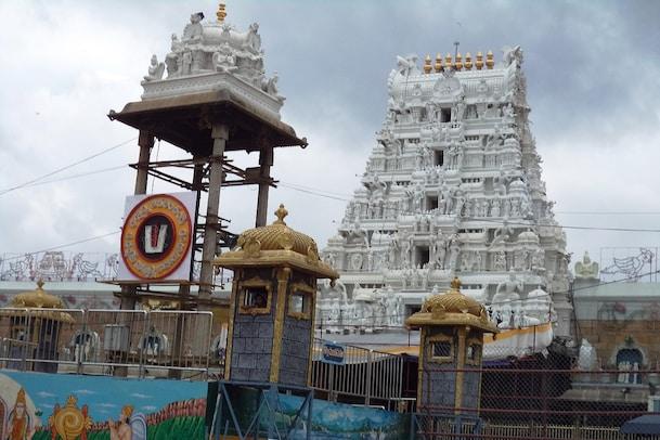 Tirumala: శ్రీవారి ఆలయంలో వీఐపీ బ్రేక్ దర్శనాలు రద్దు.. సిఫార్సు లేఖలు స్వీకరించమని టీటీడీ