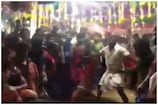 Shocking: నడిరోడ్డుపై నరమాంస భక్షకులు... పుర్రెను పీక్కుతింటూ హల్ చల్.. వీడియో వైరల్
